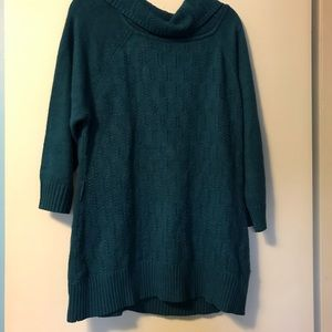 4/$25 Allie and rob 2x green cowl neck sweater